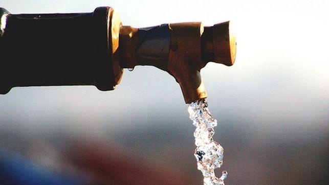 Un estudio demuestra que hay restos de plástico en el agua corriente en países de todo el mundo