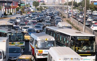 El parque automotor origina el 70% de la contaminación del aire en Lima