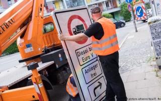 Hamburgo podría hacer historia al convertirse en la primera ciudad alemana en prohibir la circulación de autos diésel para mejorar la calidad del aire y cumplir con límites a la contaminación de la legislación europea.