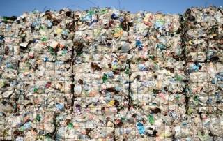 Europa propone una ley que limite el uso de pitillos, bastoncillos y vasos de plásticoEuropa propone una ley que limite el uso de pitillos, bastoncillos y vasos de plástico