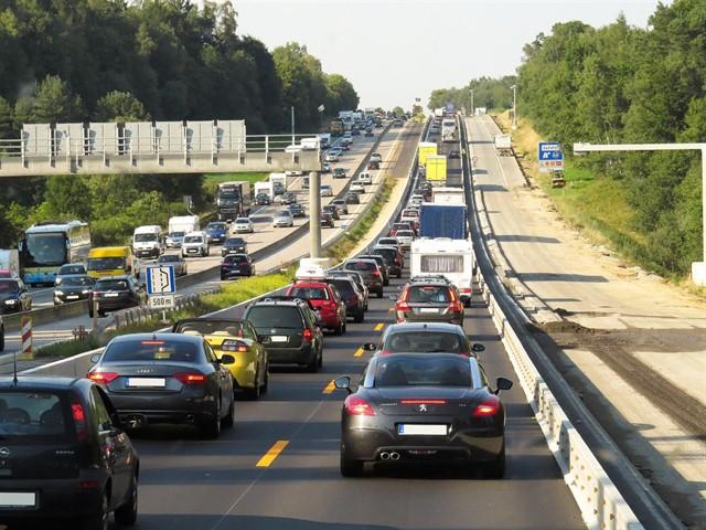 El ruido del tráfico empeora los síntomas asociados a enfermedades degenerativas