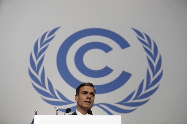 El presidente del Gobierno español, Pedro Sánchez, durante su intervención en la sesión inaugural de la Cumbre del Clima (COP24) que tiene lugar hoy en Katowice (Polonia). (Javier Lizón / EFE)