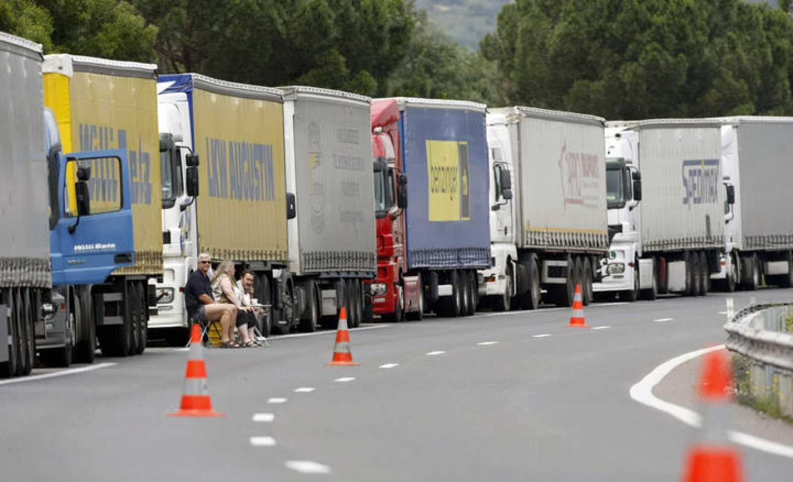 La UE acuerda reducir las emisiones de CO2 de los camiones un 30% en 2030