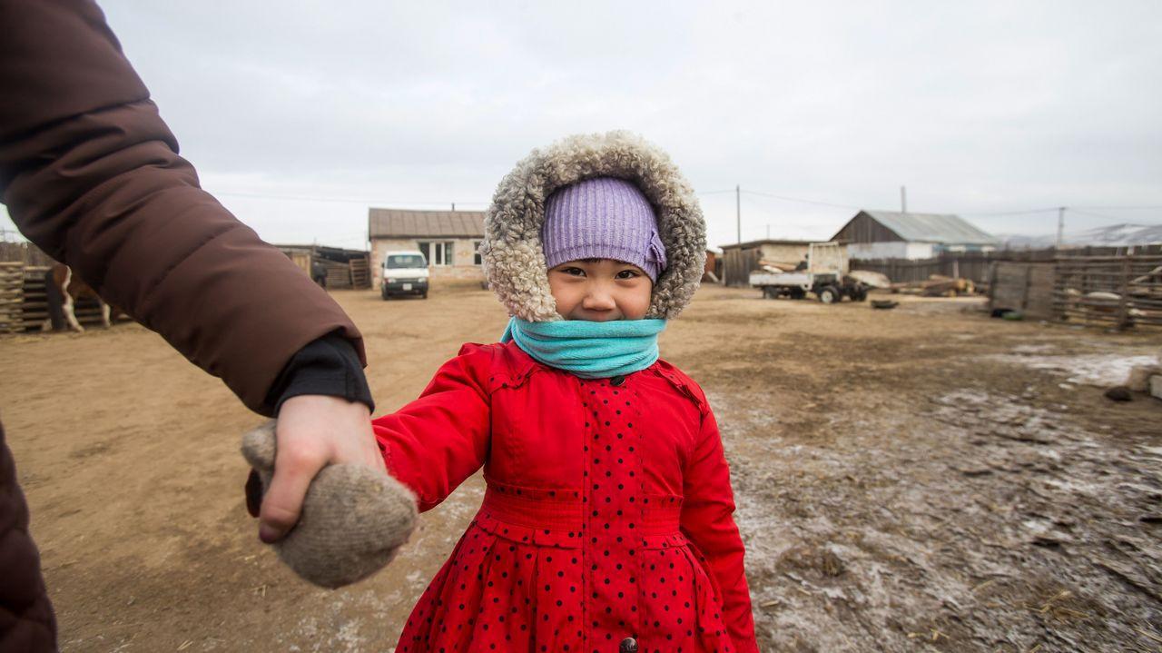 Los niños se van de la capital de Mongolia por el aire contaminado