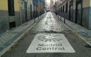 Las emisiones de gases contaminantes de vehículos se reducen un 38% en Madrid Central