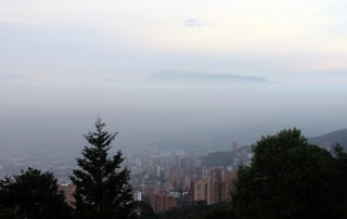 Las metas del gobierno para mitigar la contaminación del aire en las capitales